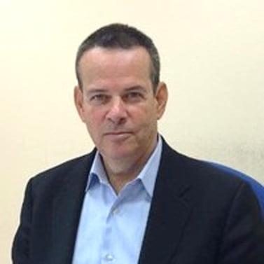 Larry  Sakellariou